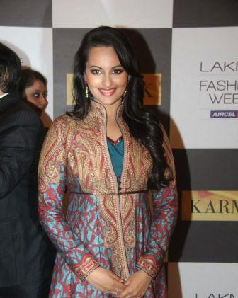 Sonakshi Sinha Dress at LFW 2012 - Sonakshi Sinha Dress At Lakme Fashion Week 2012 Day 4