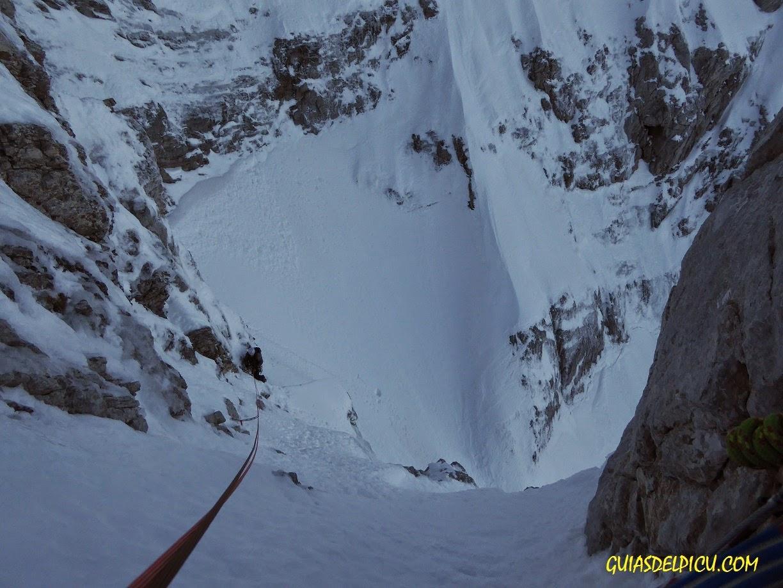 Fernando Calvo Guia de alta montaña , escalara el corredor del marques con guia