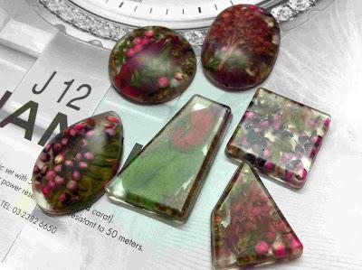 resin-nature-flower-potpourri-pendant