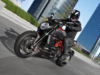 Gambar Motor Ducati 2012 Diavel Carbon 1