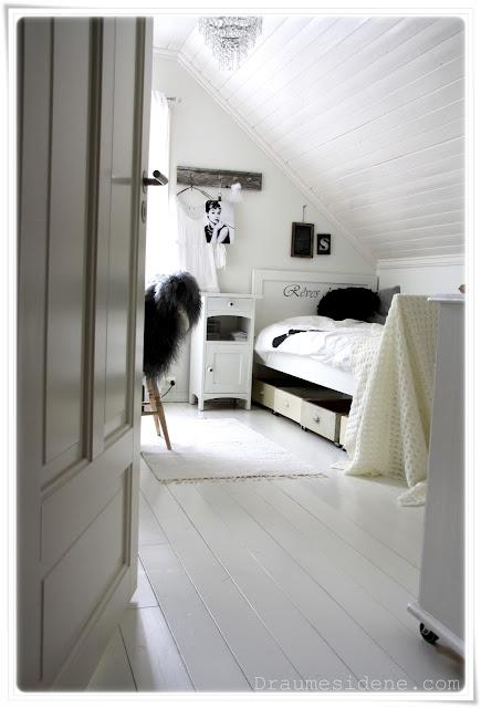 Draumesidene: Supersmart oppbevaring under senga på jenterommet :)