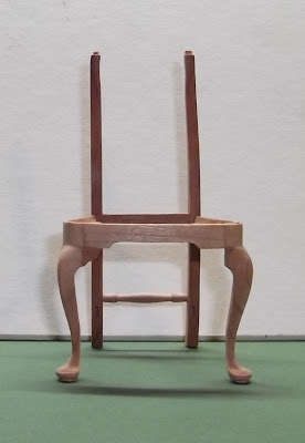 Elga's Miniatures: Queen Anne Chair: Cabriole legs and knee brackets
