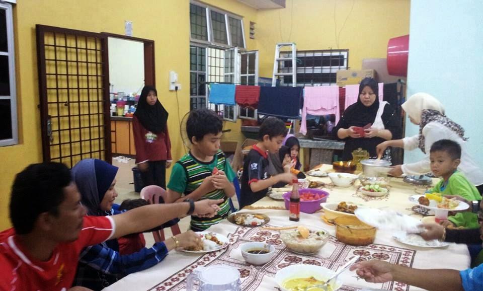 Makan Di Rumah Kawan Lama