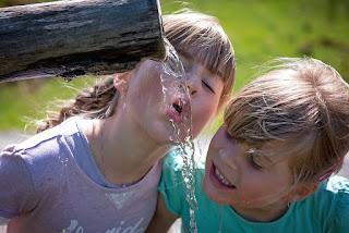10 Cara dan Waktu yang Tepat Saat Meminum Air Putih