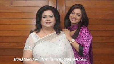 Bangladeshi singer singer Akhi alomgir with runa laila