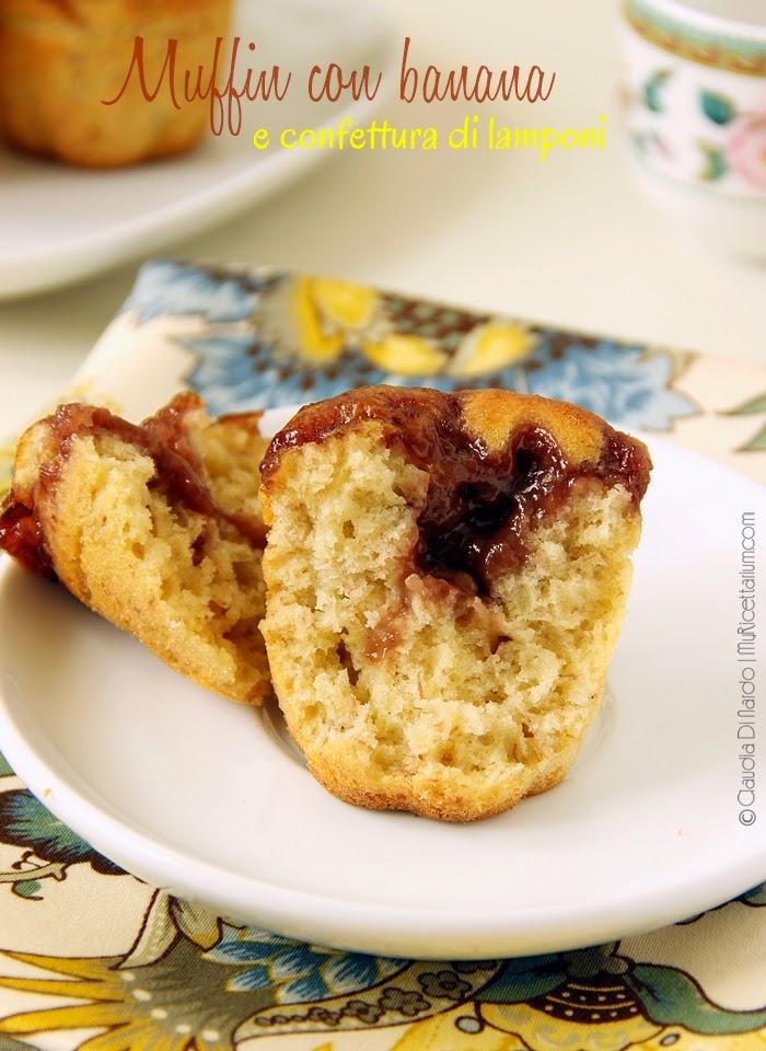 Muffin con banana e confettura di lamponi