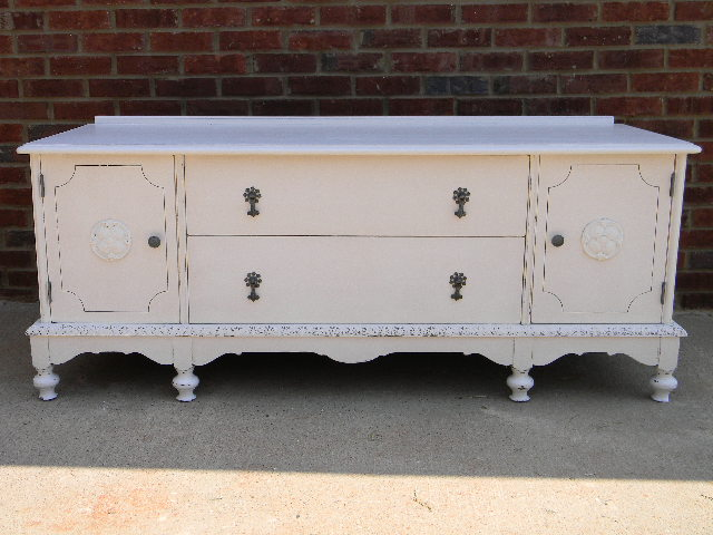 Distressed White Furniture & Becuo