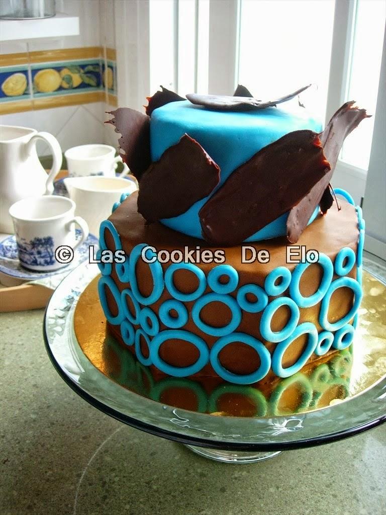 http://lascookiesdeelo.blogspot.com.es/2013/09/tarta-azul-y-marron-con-laminas-de.html