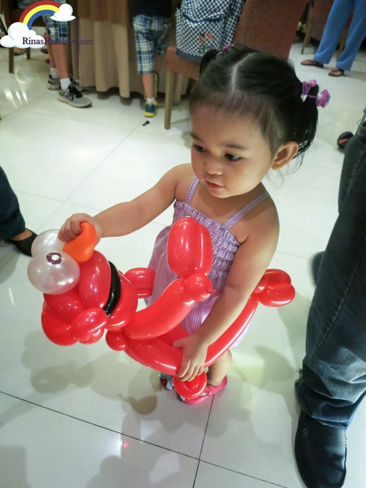 elmo balloon twist