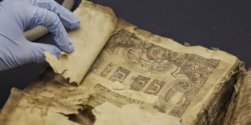 Livro que 'sobreviveu' à destruição da Biblioteca Nacional de Bagdá