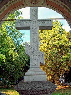 Крест внутри ротонды