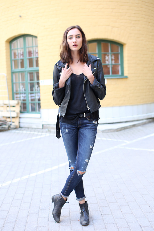 Black jacket, black shirt, tattered jeans and boots for fall