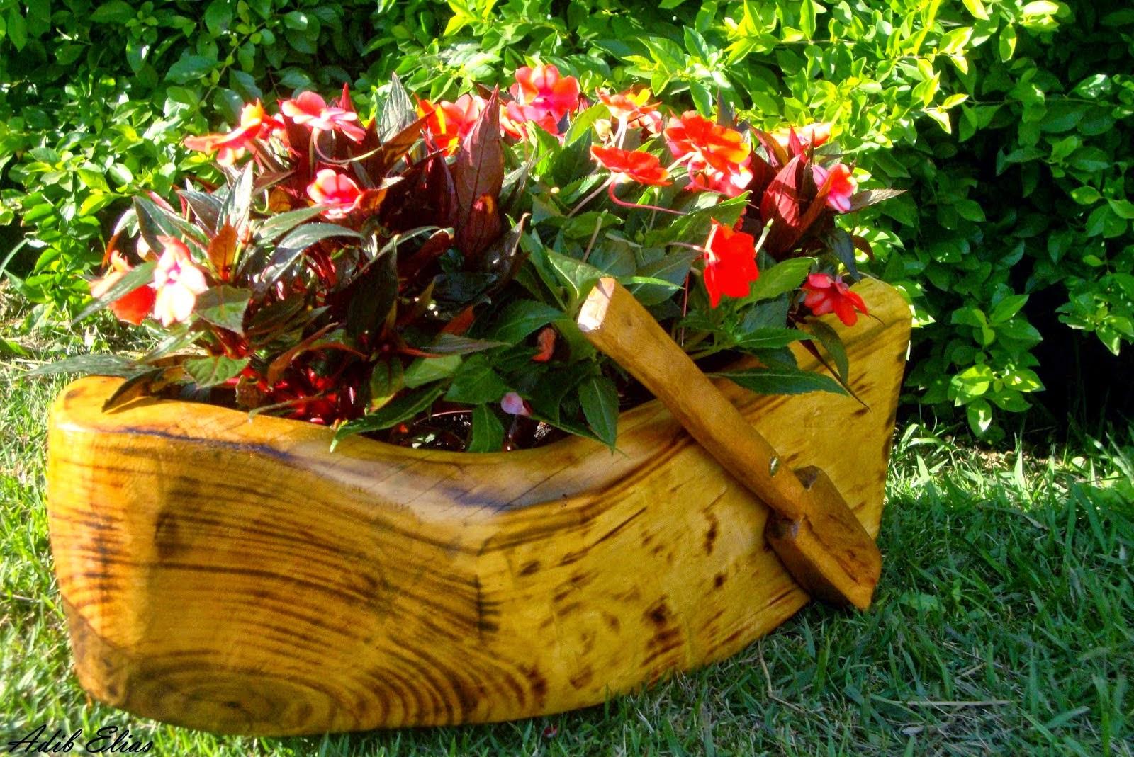 Troncos e raizes: Floreiras em troncos de madeira reciclada #723D0A 1600x1069