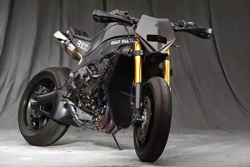 mercenary garage giga moto. Black Bedroom Furniture Sets. Home Design Ideas