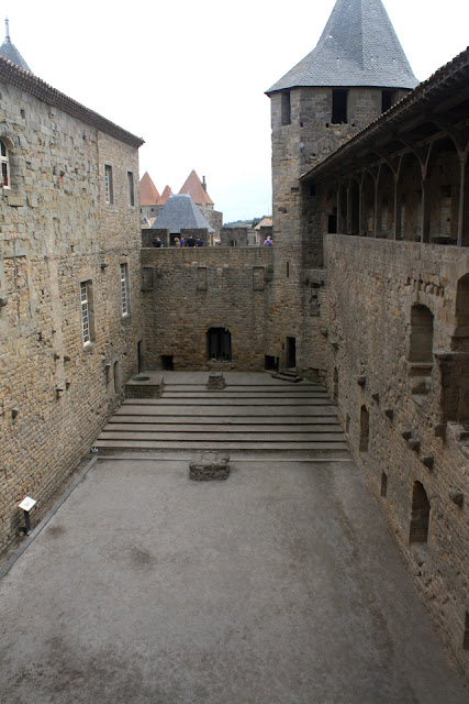 Carcassonne wnętrza