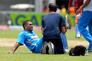 MS-Dhoni-struggled-with-an-injury-West-Indies-vs-India-Tri-Series-2013