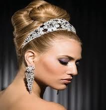 Modelos de peinados para novias con tiara