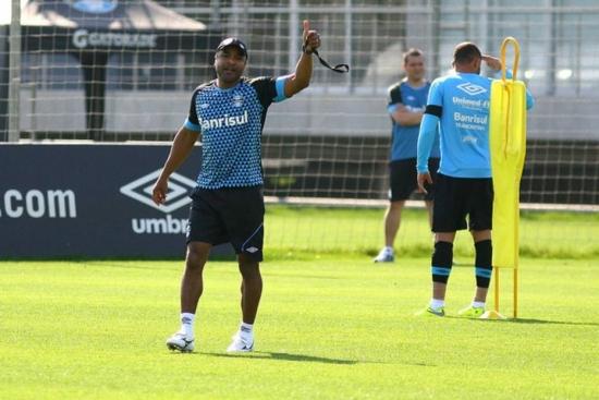 Roger Carvalho prefere manter o mistério antes do Gre-Nal
