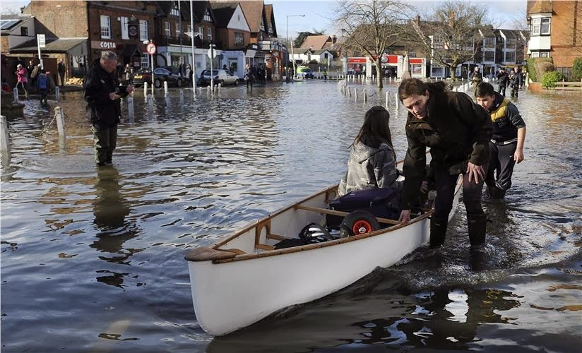 Υδάτινος εφιάλτης στη Βρετανία: Φουσκώνει και ο Τάμεσης απειλώντας με νέες πλημμύρες