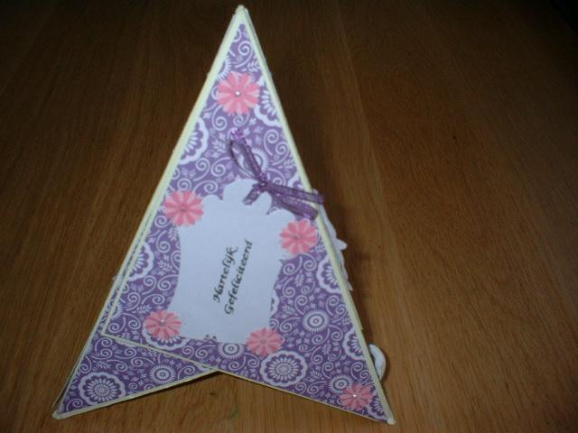 Esmee zelfgemaakte kaarten driehoek uitslag 50 volgers for Gekleurd papier action