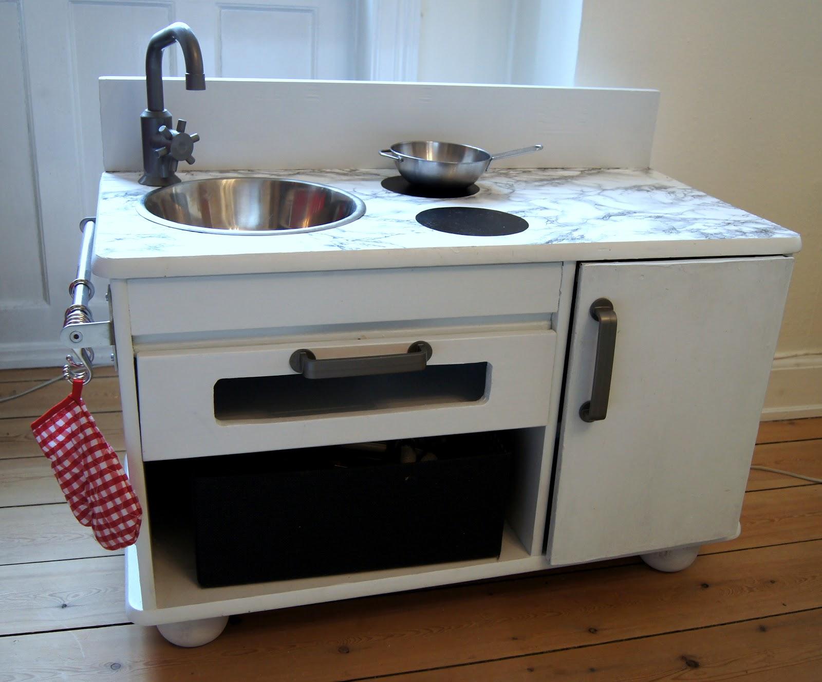 #653D25 Mest effektive Frk Fløjgaard: Gør Det Selv Køkken I Miniudgave Gør Det Selv Køkken 5585 160013275585
