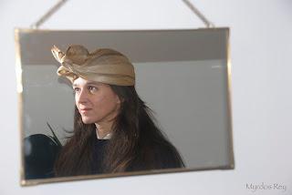turbante-oro-bodas-eventos-lazada-asun-duran-sombreros
