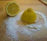 Memutihkan Gigi dengan Lemon dan Garam
