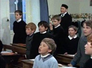 Sailor suits and lederhosen film blog la maison des bois for 7 a la maison episodes