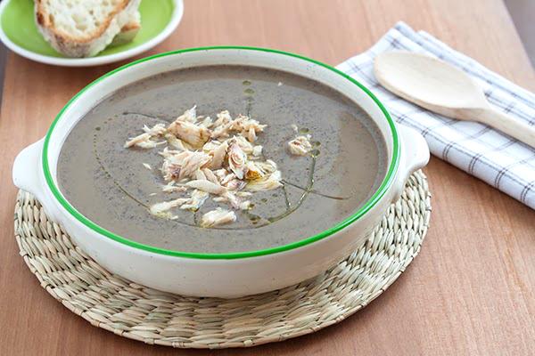 ricetta autunnale minestra ceci neri sgombro