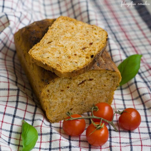 Chleb z pomidorami i bazylią