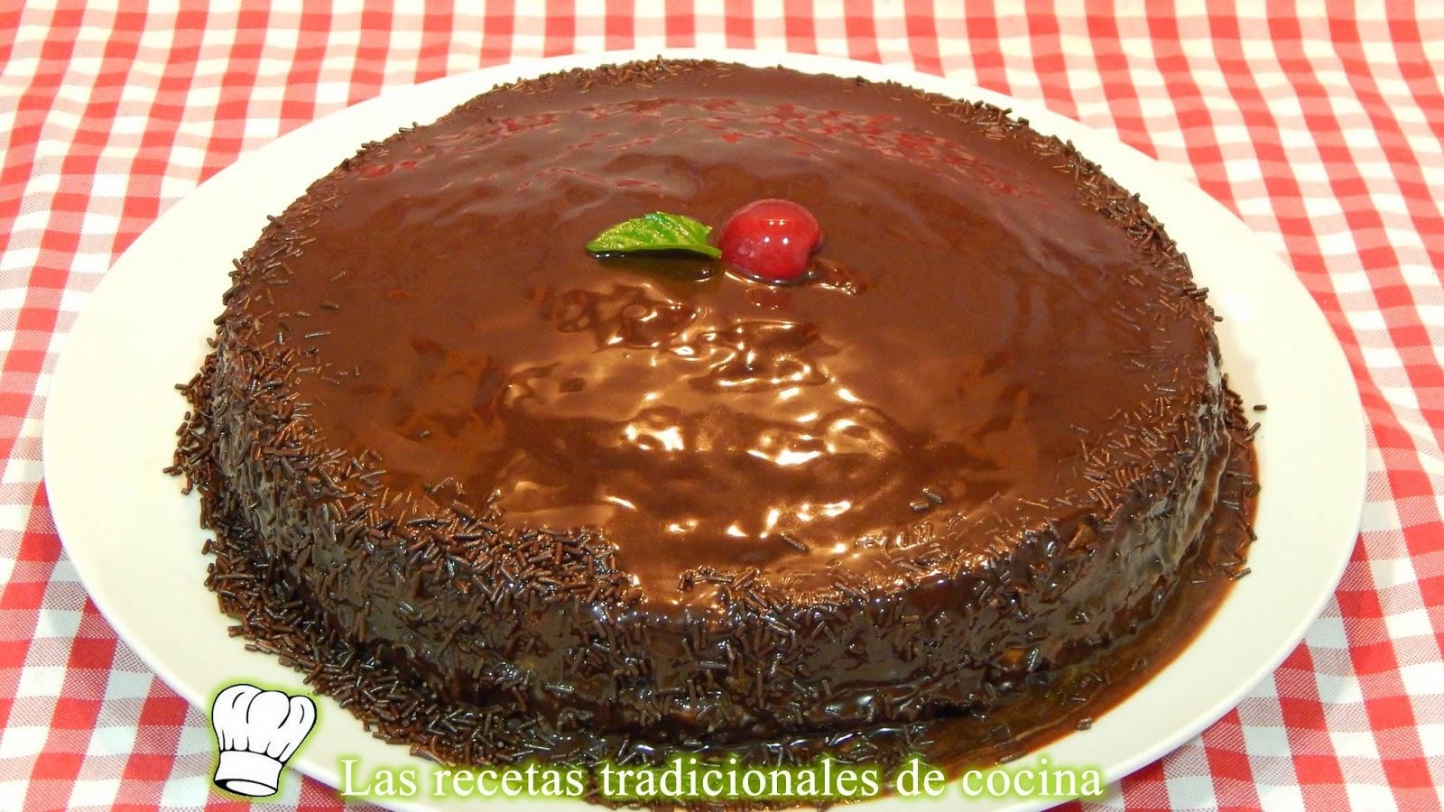 Receta de la tarta Sacher o tarta de bizcocho y chocolate