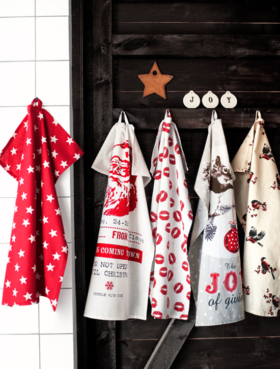 Festive kitchen towels  from H&M to decorate with and use.