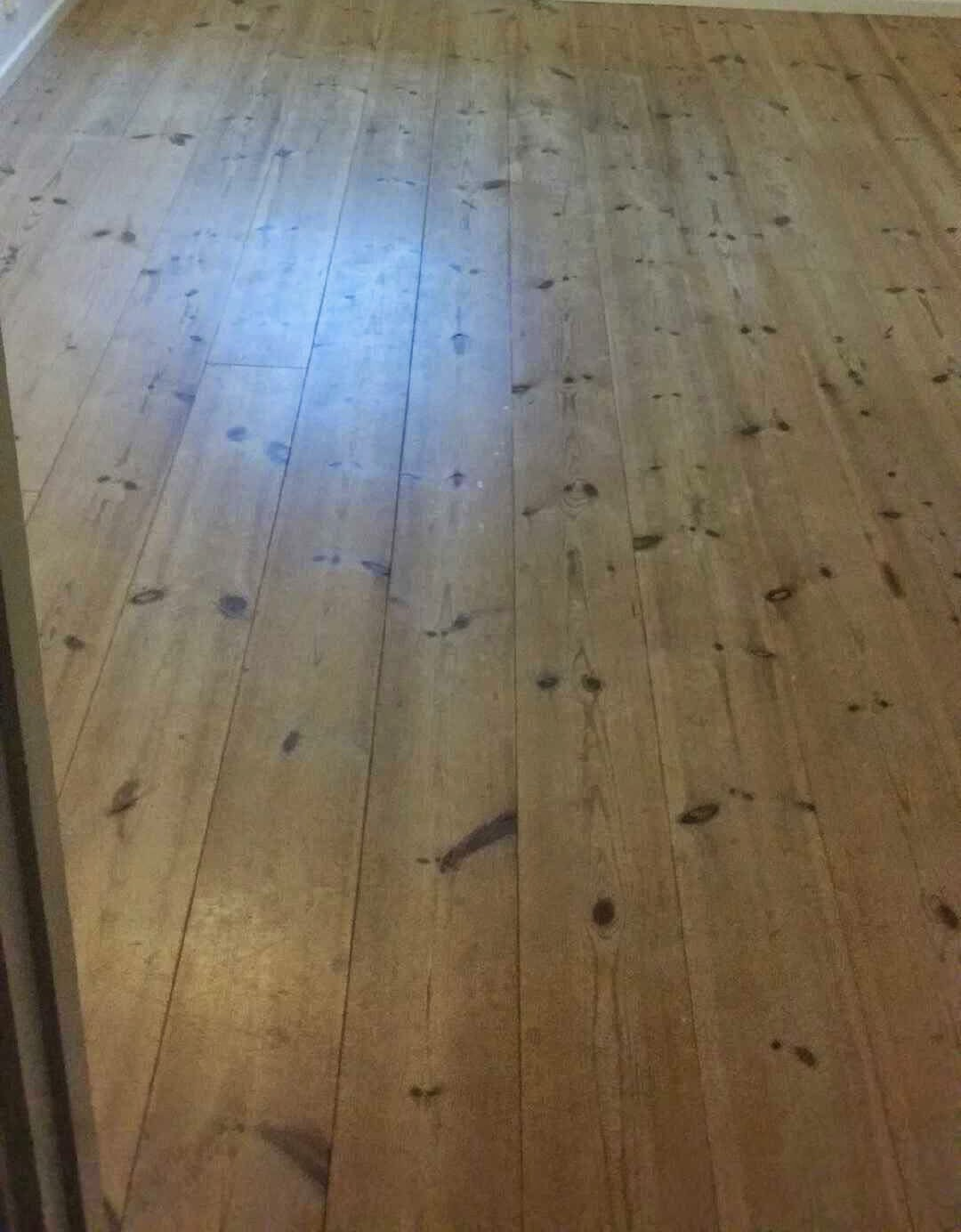 Uffes Bygg: Ännu mera golv! : lacka furugolv : Inredning