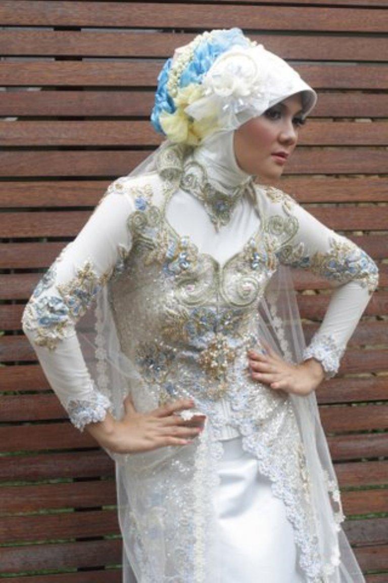 Model Kebaya Modern Muslim Berjilbab