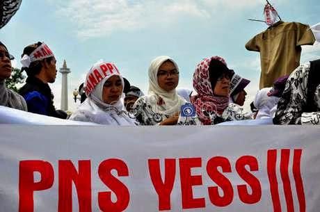 http://dangstars.blogspot.com/2014/11/empat-konsekuensi-pns-di-awal-pemerintahan-jokowi.html