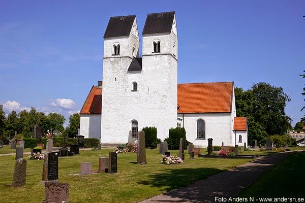 Färlöv, Färlövs kyrka. skånsk kyrka med två torn