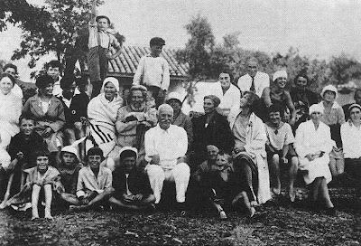 Волошин в окружении врачей в Коктебеле
