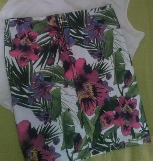falda-estampado-floral-stradivarius