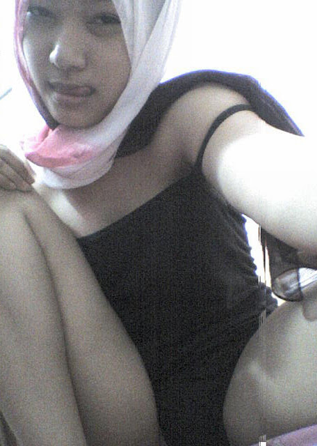 Foto Cewek Berkerudung Lagi Horny Berat