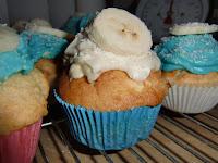 http://cecilecupcakecafe.blogspot.de/2013/07/bananen-kokos-cupcakes.html