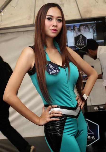 Foto Aura Kasih Iklan AXE Terbaru Pakai Baju Latex Super Hot