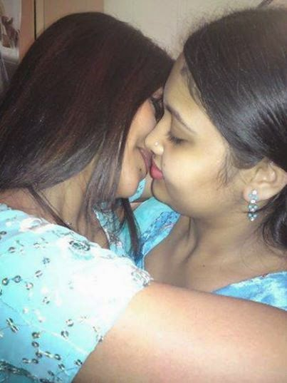 Indian Mature Girls Kissing Picture