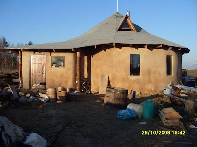 Круглый Каркасный дом из соломы с глиняной штукатуркой