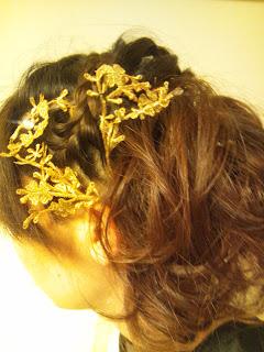 ゴールドのヘアパーツ