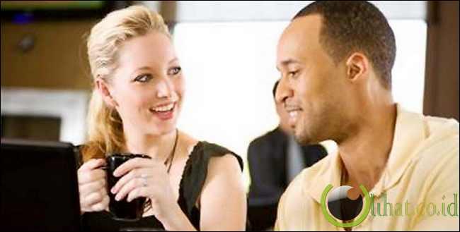 Mengambil inisiatif dalam percakapan