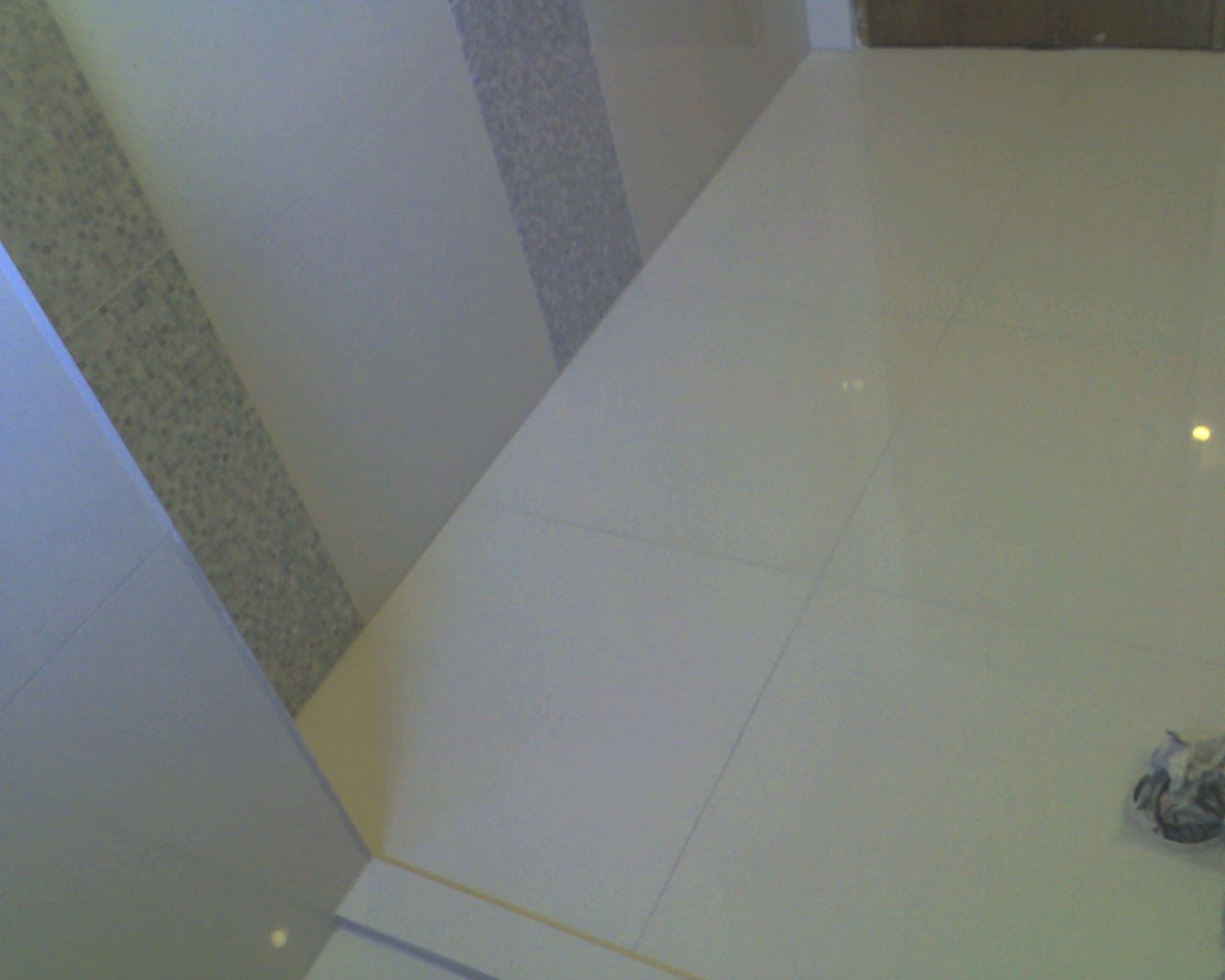 Banheiros revestidos com azulejos e faixas decorativas Eliane e no  #CCCC00 1280x1024 Banheiro Com Azulejo Quadriculado