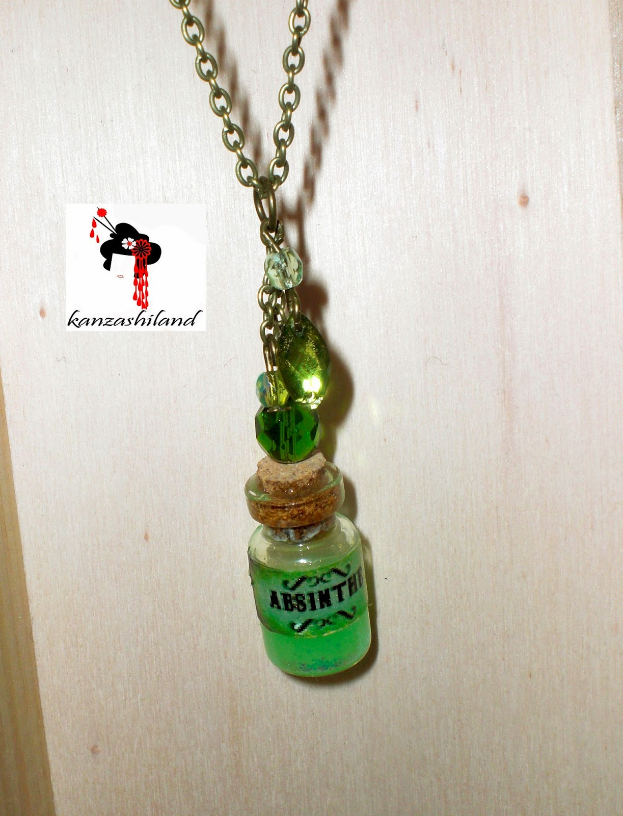 Colgante con mini botella de cristal