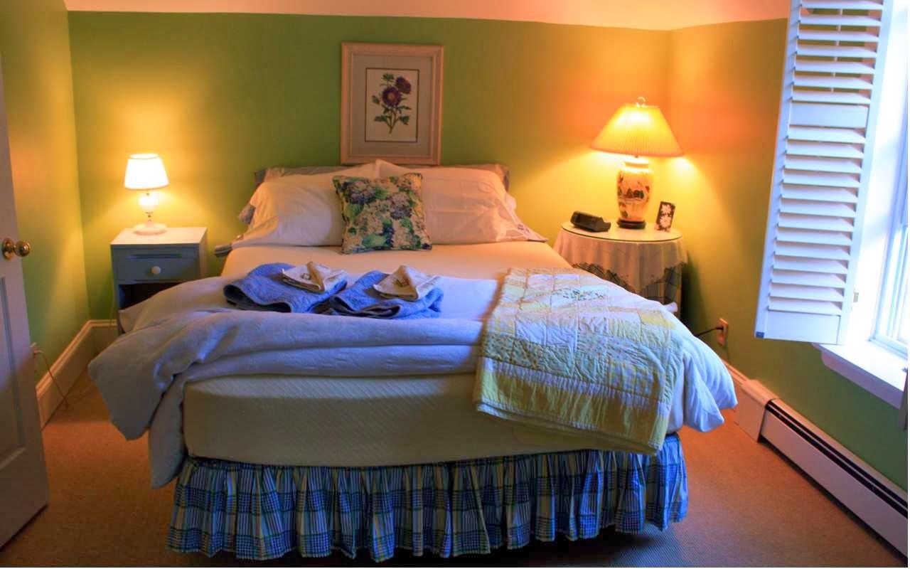 Super gemütlich: das Bett im Blaincroft B&B in Gravenhurst © Copyright Monika Fuchs, TravelWorldOnline