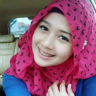 Lorem Ipsum Gadis Berjilbab Cantik