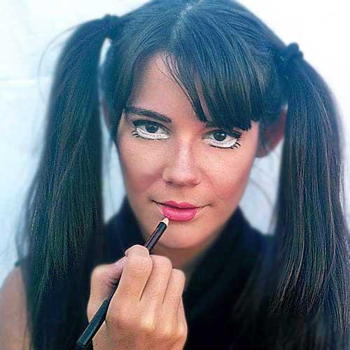 Monika Sanchez muñeca rota pintalabios guapa al instante